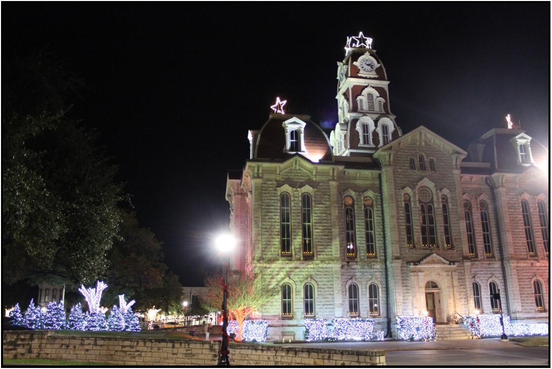 Image of the Parker County Courthouse with Christmas lights