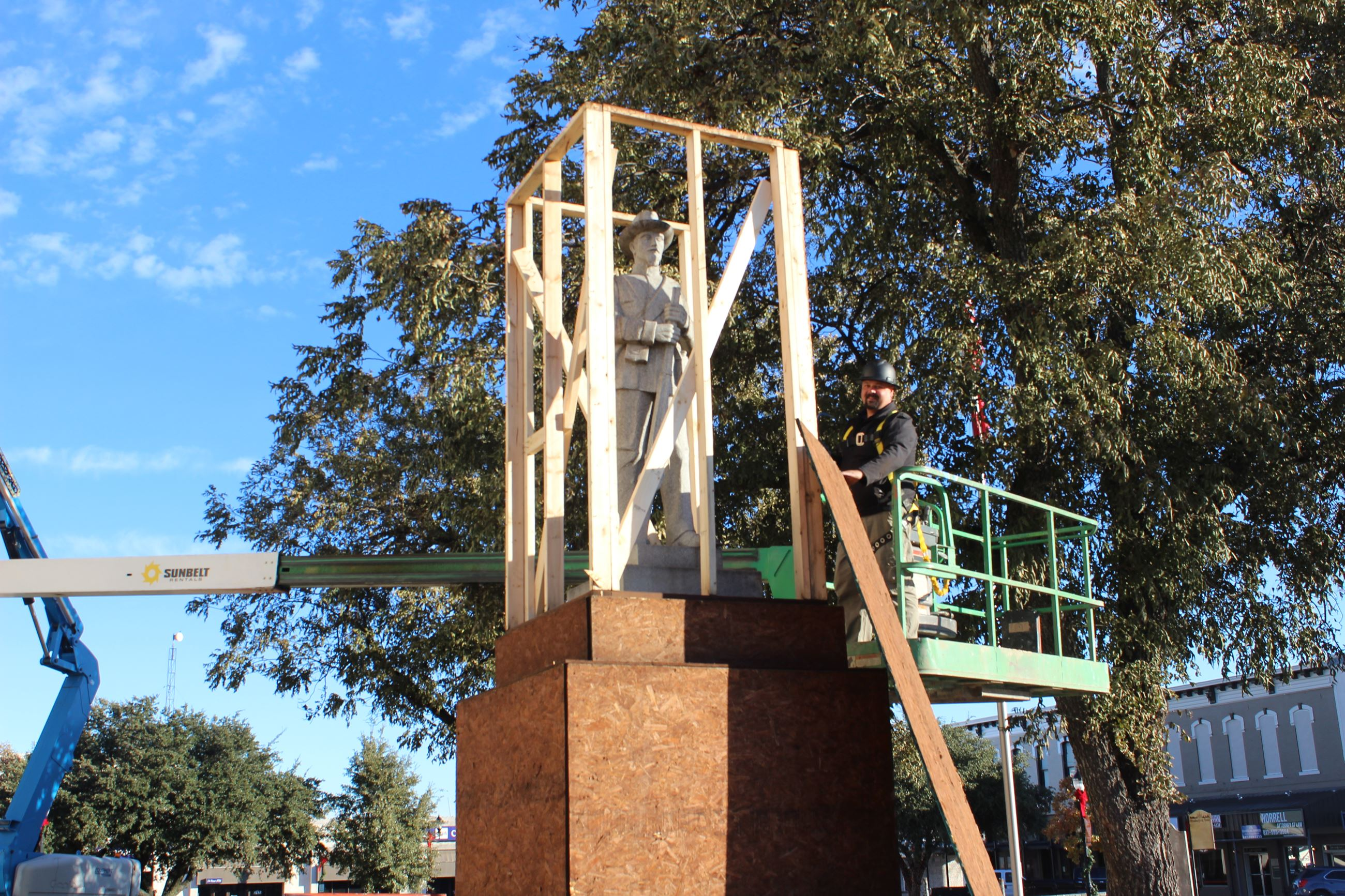 Image of Parker County&#39s Courthouse Monument Being Unvieled after being covered for protective me